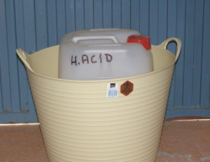 Acid container in rubber bucket